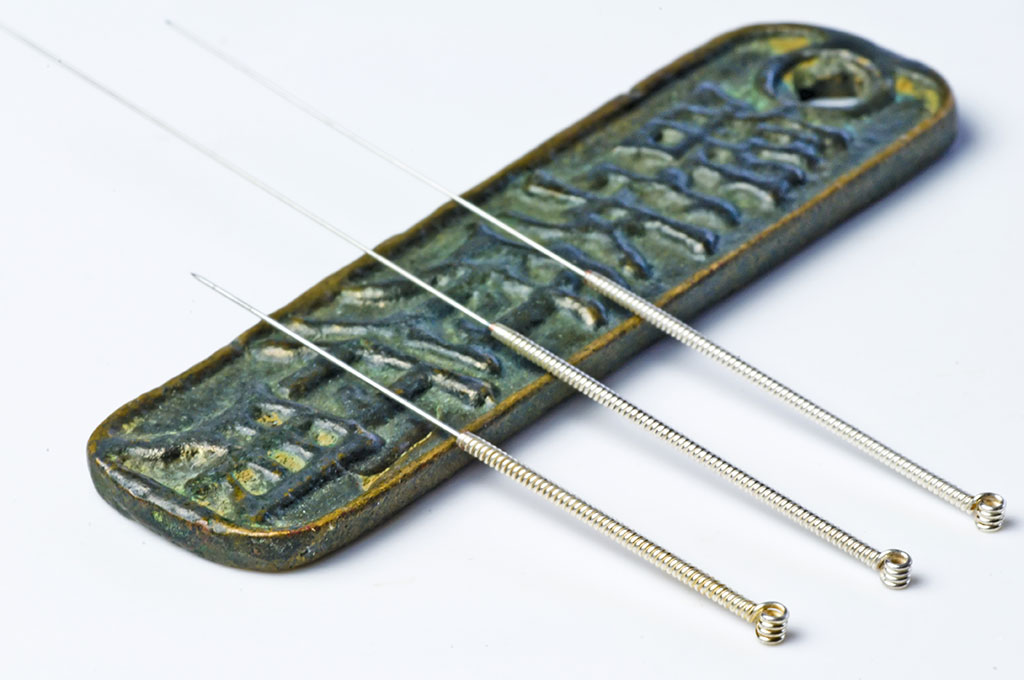 Acupuncture needles on a ceramic tray